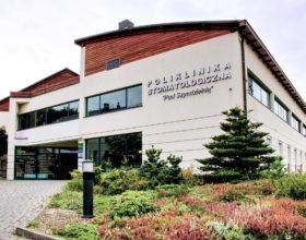 Budynek Polikliniki, wejście główne - Poliklinika Stomatologiczna Polmedico